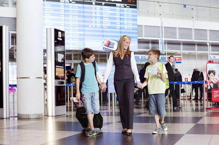 Дети в самолете без сопровождения