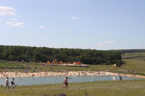 """Пляж на озере в сафари-парке """"Кудыкина гора"""""""