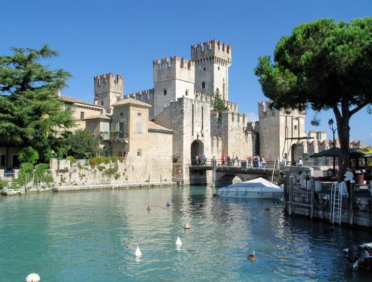 Замок Скалиджеров Гарда Италия