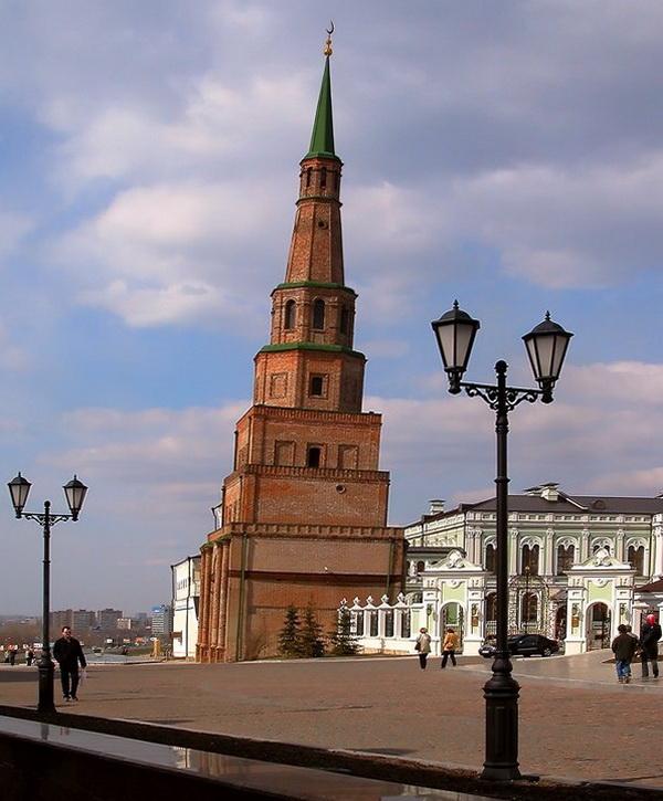 «Падающая» башня Сююмбике. Казань