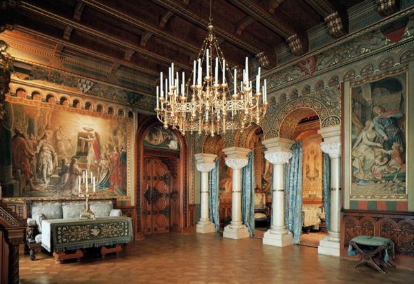 Внутреннее убранство замка Нойшванштайн в Германии