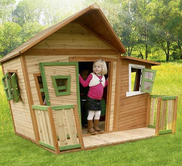 Деревянный домик для детей на даче