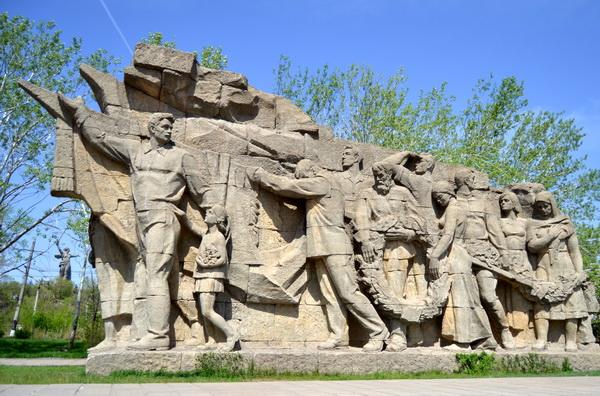 Мамаев курган. Горельеф «Память поколений»