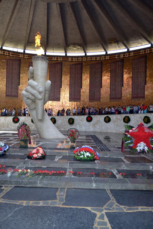 Вечный огонь. Мамаев курган в Волгограде