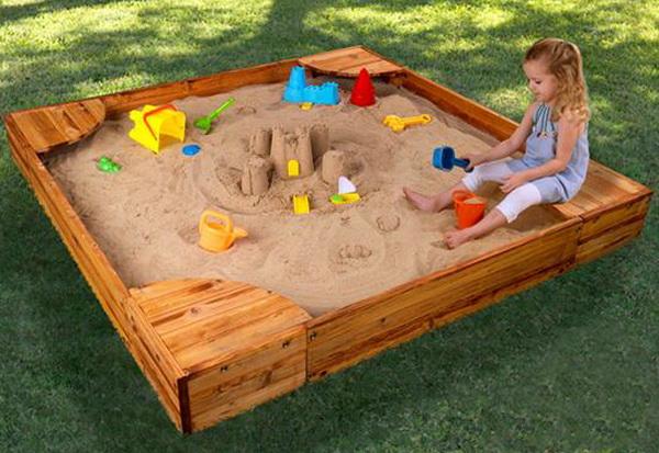 Обустройство детской площадки на даче. Песочница