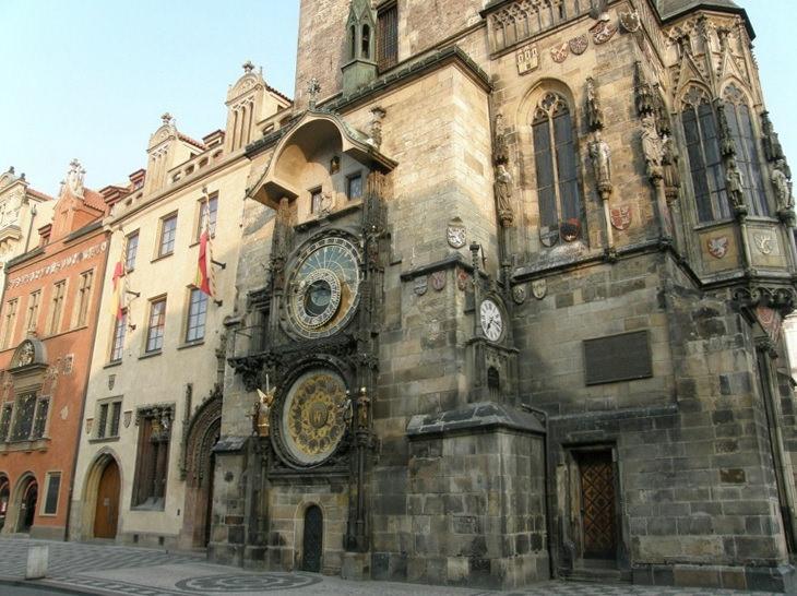 Астрономические часы на старой ратуше в Праге