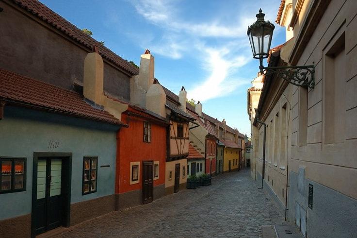 Золотая улочка в Праге (злата уличка)