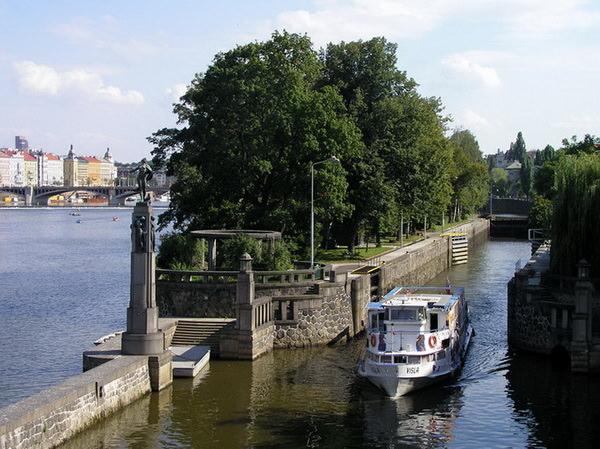 Куда сходить с детьми в Праге. Детский остров на Влтаве