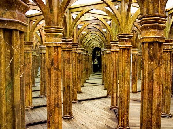 Зеркальный лабиринт в Праге Петршинский холм