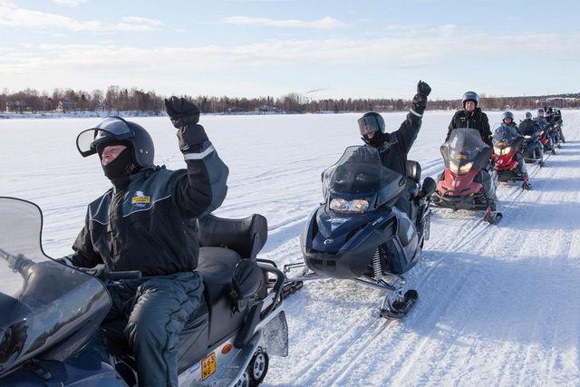 Катание на снегоходах в Лапландии