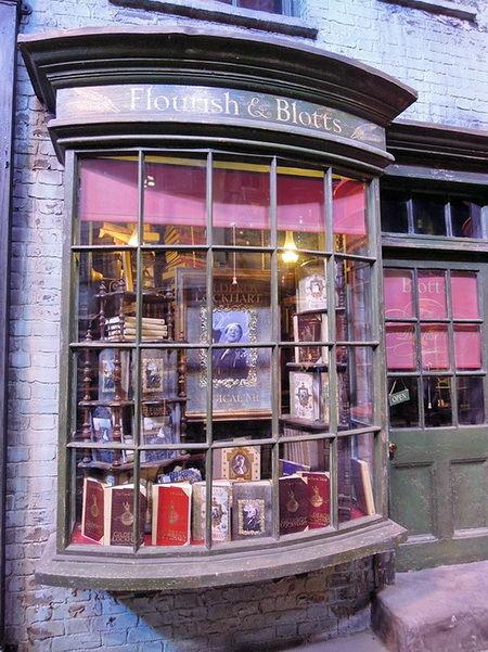 Косая аллея. Книжный магазин. Музей Гарри Поттера на Warner Bros.
