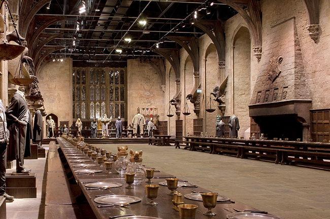 Главный зал замка Хогвартс в музее Гарри Поттера