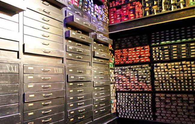 Лавка Оливандера в музее Гарри Поттера