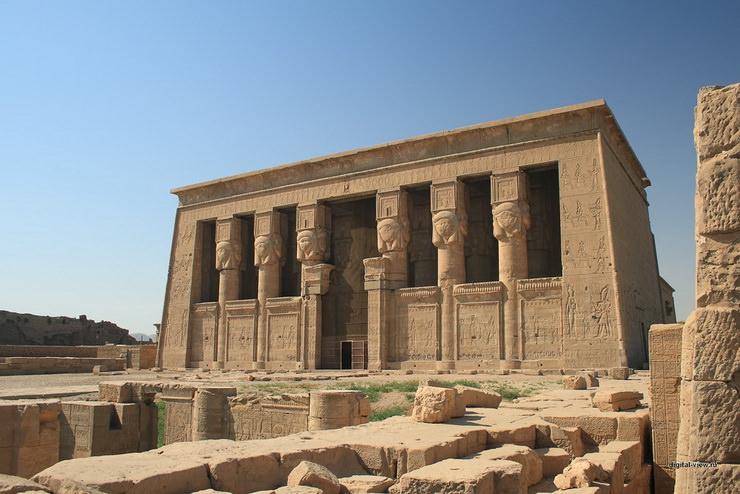 Храм богини Хатхор в Дендере, Египет