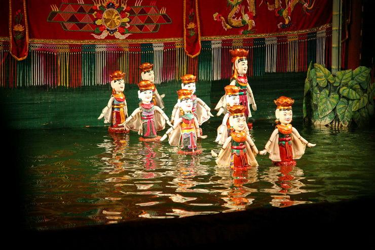 Театр кукол на воде на озере Хоан Кием, Ханой, Вьетнам