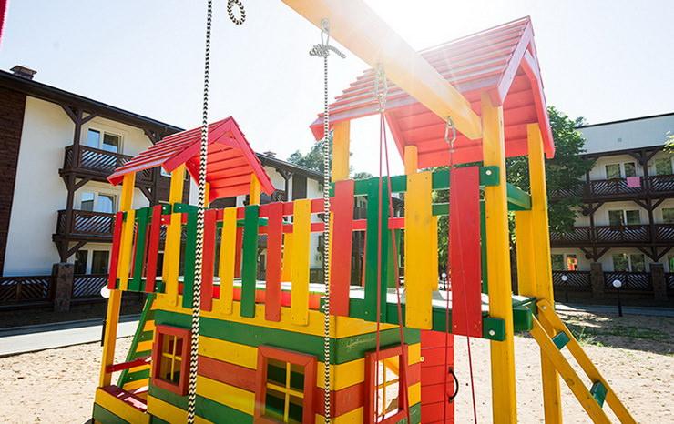 Детская игровая площадка в парк-отеле «Яхонты» заповедник Таруса»