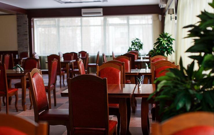 Панорамный ресторан в парк-отеле «Яхонты» заповедник Таруса»