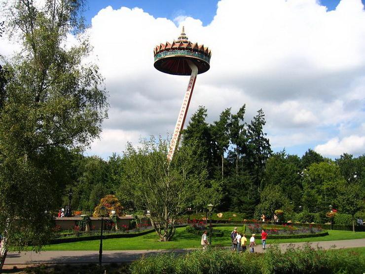 Аттракцион «Pagode». Парк Эфтелинг в Нидерландах