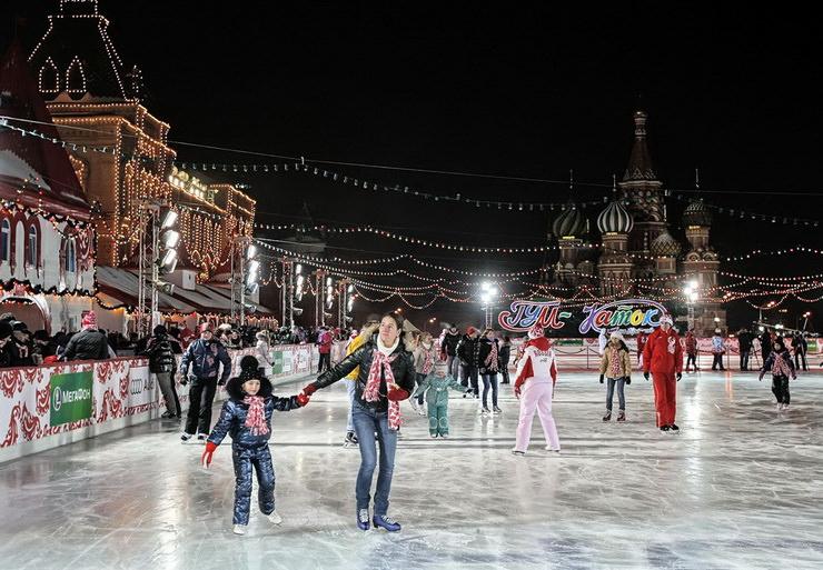 Каток на Красной площади в Москве
