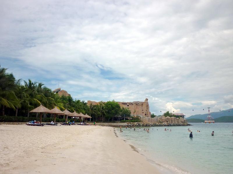 отель Diamond Bay Resort and Spa 4*. пляж