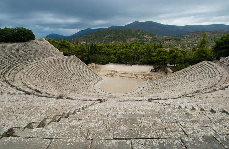 antichnyj-teatr-v-peloponnese