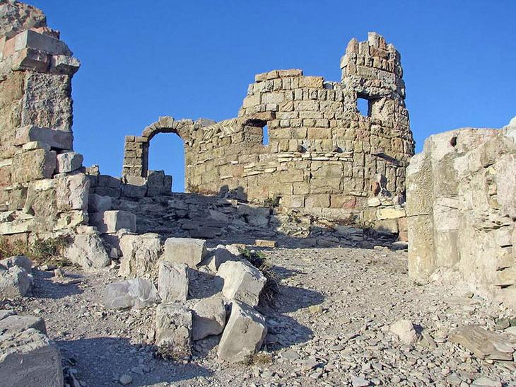 Крепость из фильма «Грозовые ворота»