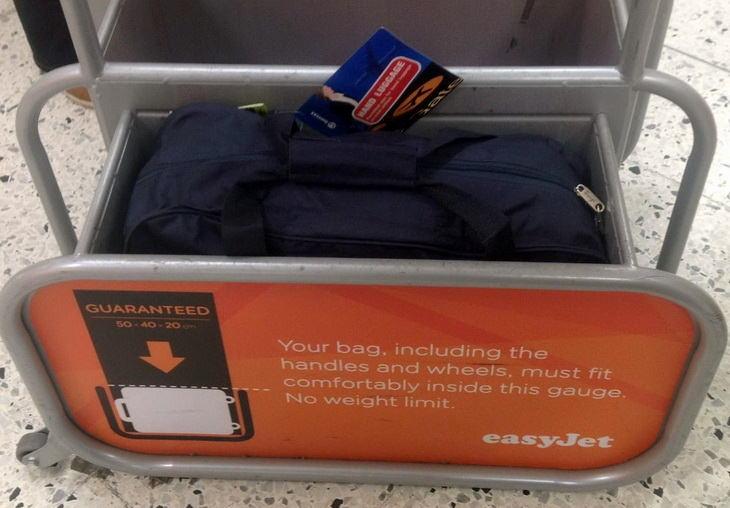6cf5810140d2 В аэропортах у стоек регистрации обычно есть специальные измерительные  кейсы, в которых можно проверить, соответствует ли ваш чемодан требуемым  габаритам.