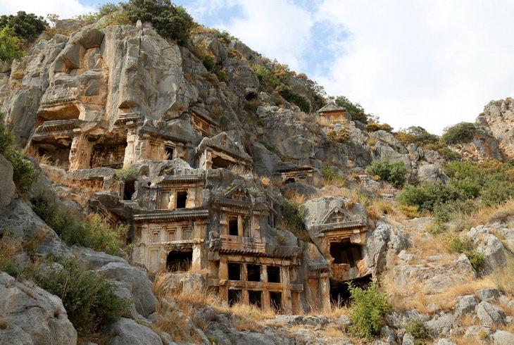 Античные руины Мира