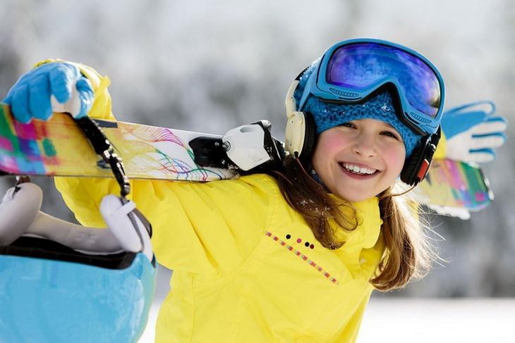 Юная горнолыжница